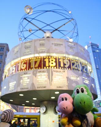 Los Yoshis en reloj Urania de la Alexanderplatz